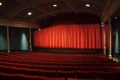 Aktorët njëzëri: Teatri ka qenë larg syrit të