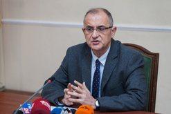 LSI në një linjë me Berishën: Koronavirusi nuk luftohet me