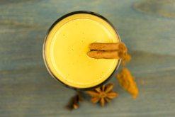 Qumështi i artë për një mbrëmje të qetë e