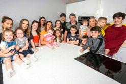 Familja më e madhe në Britani bëhet edhe më e madhe, në