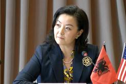 Ambasadorja Yuri Kim publikon pamjet, komunikim virtual me kryetarët e