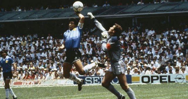 SHUHET IKONA E FUTBOLLIT/ Shijoni golat dhe driblimet më të bukura nga