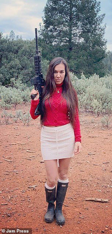 Armë dhe drogë, njihuni me 3 vajzat që po bëjnë namin