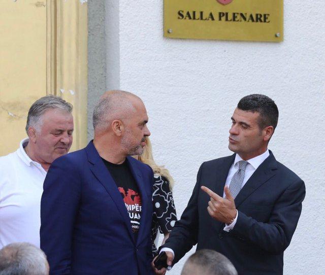 Astrit Patozi publikon foton, bën deklaratën e papritur: Më