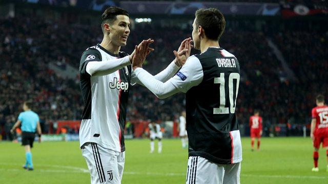 Ronaldo dhe Dybala puthen në buzë pas golit? Shikoni videon që po