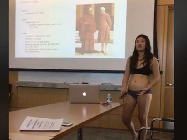 Profesori e ironizoi se kishte veshur minifund, studentja i