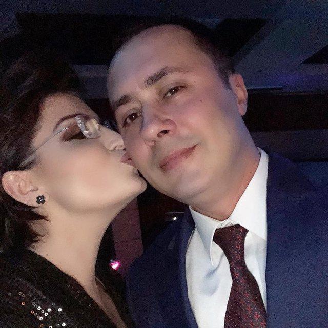 Moderatorja e dashur shqiptare i blen dhuratën për Shën Valentin,