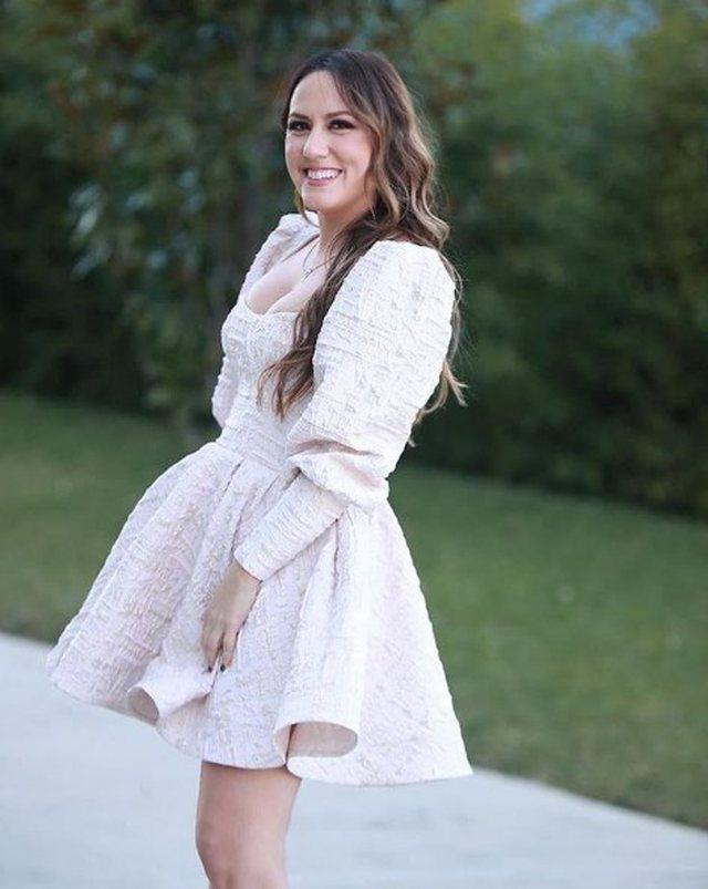 Arbana Osmani vesh fustanin e bardhë dhe na la pa fjalë (FOTO)