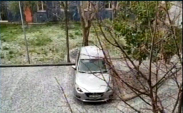 Moti i keq përfshin gjithë vendin, zbardhen rrugët e Tiranës