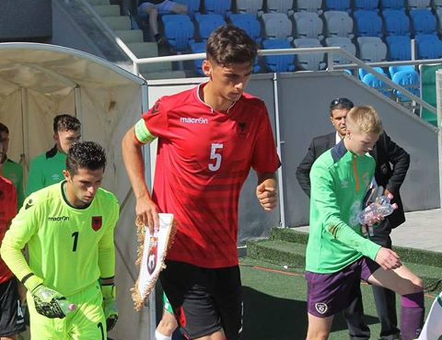 Koronavirusi prek edhe kombëtaren e Shqipërisë, futbollisti del