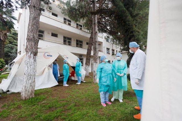 Ç'po ndodh përpara Urgjencës së Spitalit të