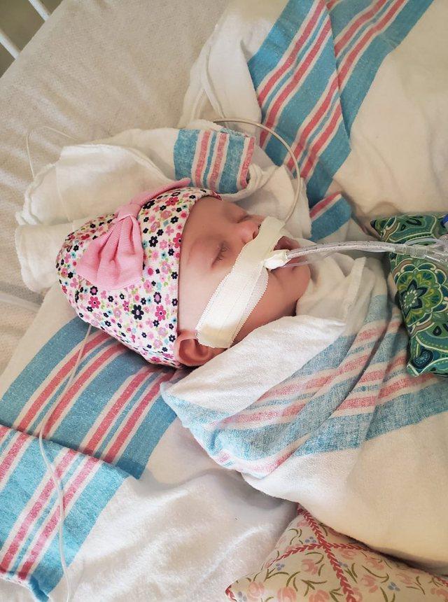 Rrëqethëse/ Vajza 2-muajshe infektohet nga koronavirusi, nëna