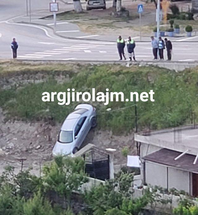 Aksident i frikshëm në Gjirokastër, makina 'fluturon'