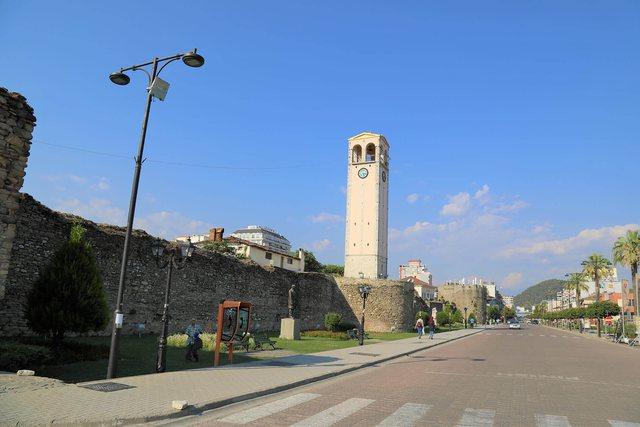 Kulla e sahatit në qytetin e Elbasanit dhe mekanizmi i orës