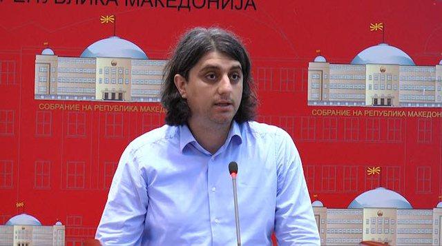 Deputeti shqiptar, bashkëshortja dhe vajza e tij 3 muajshe dalin pozitiv me