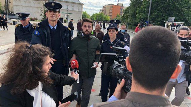 Dalin detaje për incidentin gjatë konferencës së presidentit