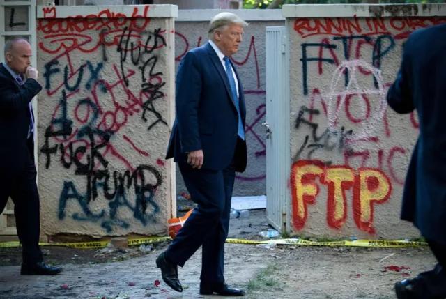 A hyri presidenti i SHBA te bunkeri i Shtëpisë së Bardhë