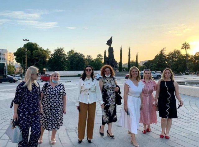 Çfarë po ndodh në Vlorë? Ministrja Elisa Spiropali