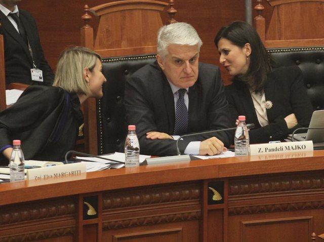 Majko blen shtëpi 232 mijë euro, Margariti makinë me vlerë 8