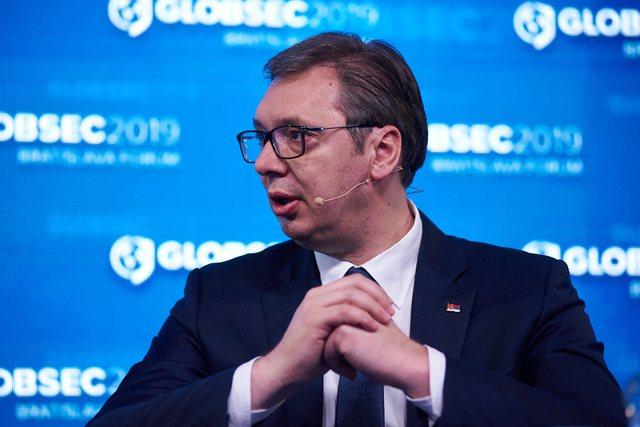 "Presidenti Vuçiç ""kërcënon"" Kosovën:"