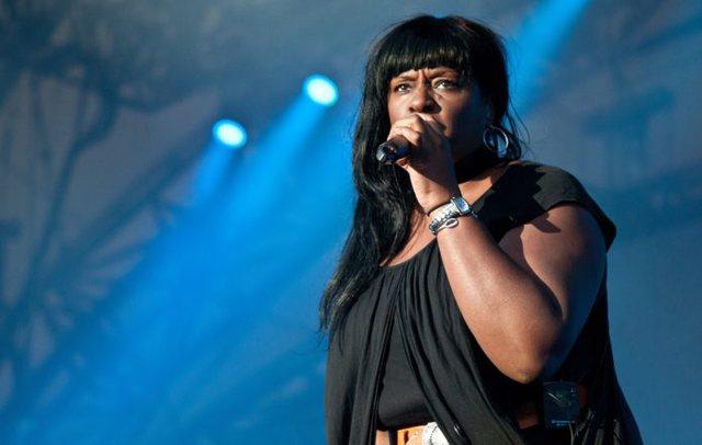 Ndërron jetë këngëtarja e njohur në moshën