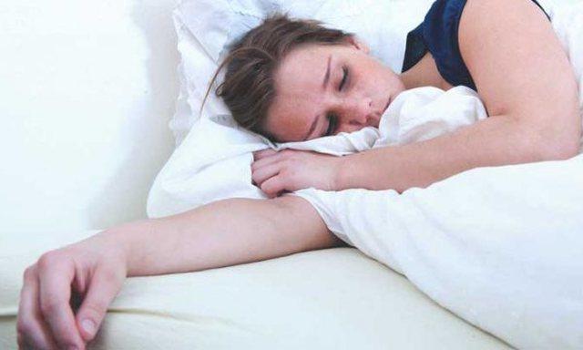 Veprimet që nuk duhet t'i bëni para se të flini për
