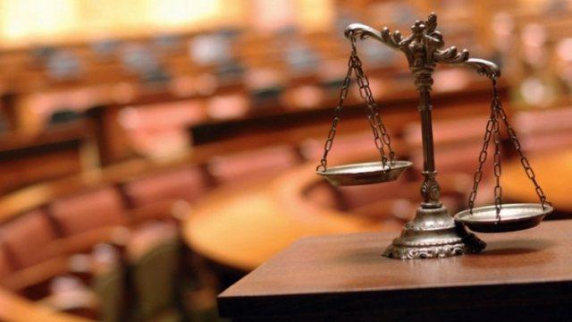 Mashtrim mbi 25 mijë euro/ Gjykata lëshon urdhër-arrest për