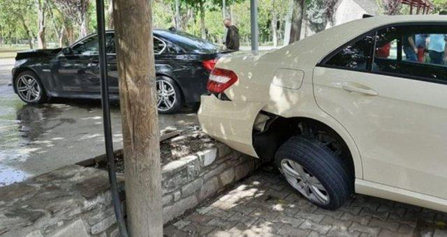Çmenduri në Tiranë! Shoferi hipën makinën në