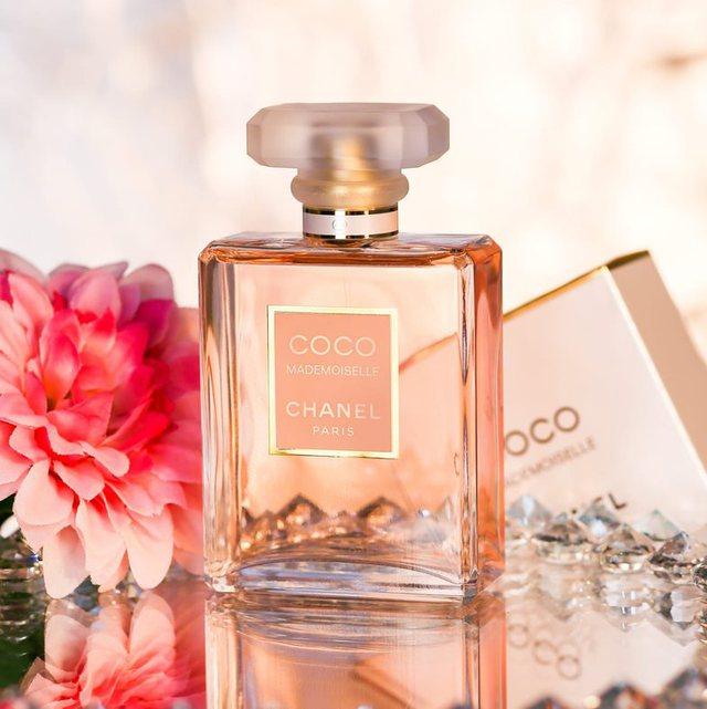 Njihuni me 5 parfumet më të mirë në të gjithë