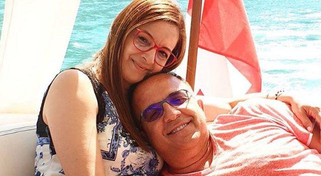 Ardit Gjebrea publikon foton romantike në krahët e bashkëshortes