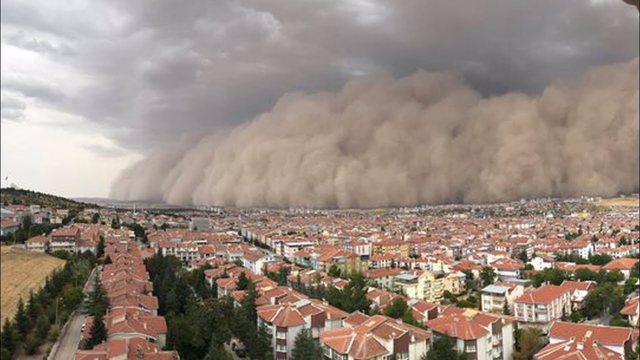 Kryeqyteti turk goditet nga stuhia e rërës, publikohen pamjet e