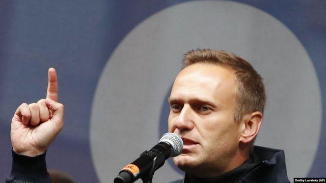Helmimi i udhëheqësit të opozitës ruse, Macron thirrje