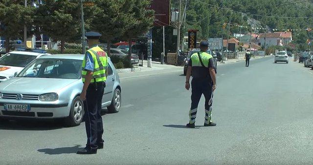 Çfarë po ndodh në Lezhë? Policia hyn në banesa dhe