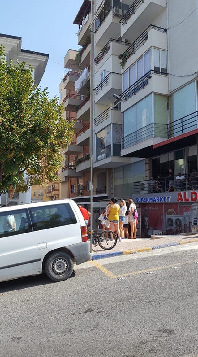 Panik te Kodra e Diellit në Tiranë, zjarr në katin e tretë