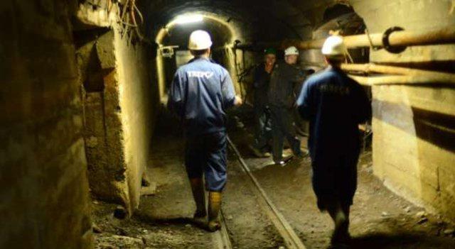 Pensionistët e punës në nëntokë, mbahen peng nga