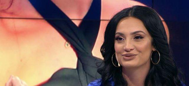 Fotot provokuese nga vaska, 'nxehet' modelja shqiptare: Boll më