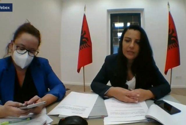 Ministrja Balluku bën daljen e parë publike pasi mposhti COVID-19,