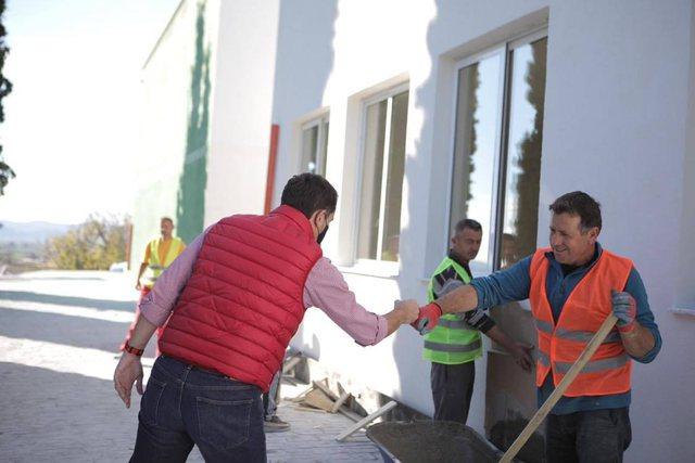 Rindërtohet shkolla e dëmtuar nga tërmeti në Kavajë,