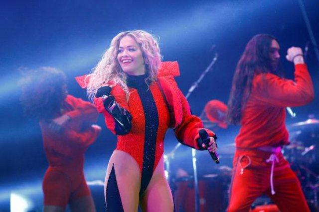Rita Ora uron Ditën e Flamurit në gjuhën shqipe, ja detaji