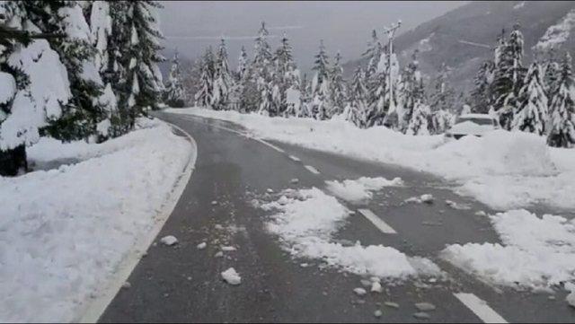 Temperaturat zbresin në – 5 gradë , trashësia e borës