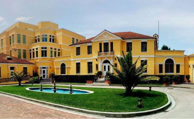 Do udhëtoni drejt SHBA-së? Ambasada Amerikane në Tiranë del