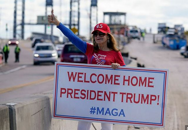 The Trump couple arrives in Mar-a-Lago to start a new life / The change of