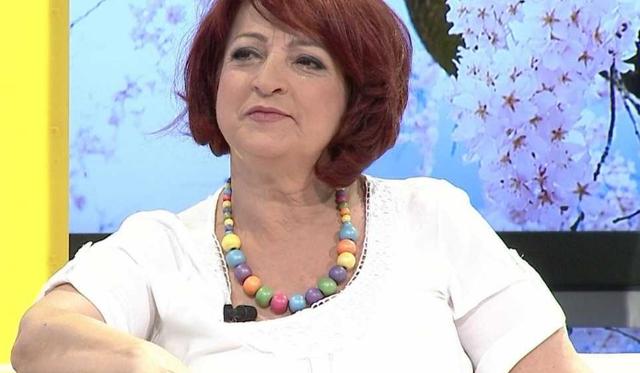 """""""Natë e trishtë""""/ Këngëtarja e njohur shqiptare"""