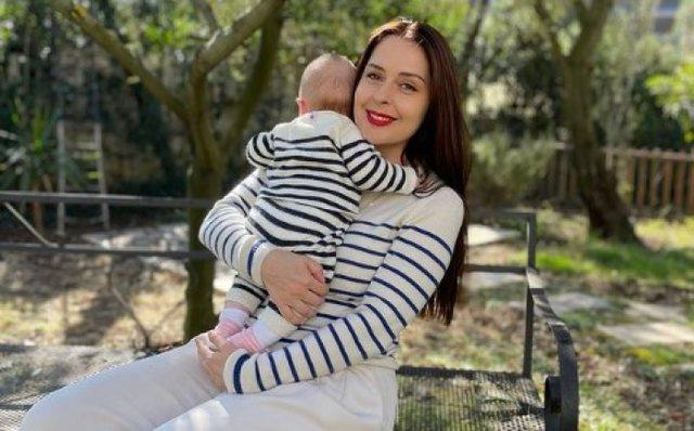 Elia Zaharia poston foton e ëmbël me Princeshën Geraldinë
