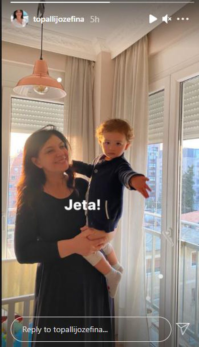 Happier than ever, Jozefina Topalli publishes the rare photo