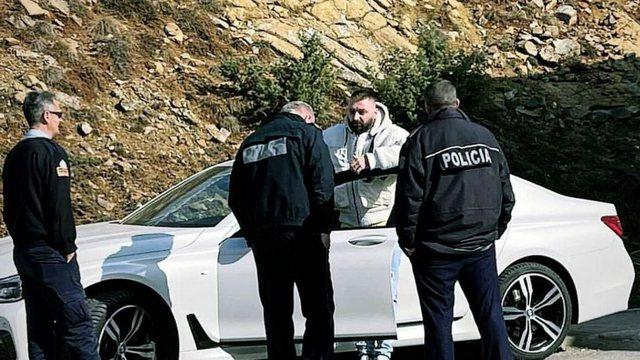 Ç'ndodhi? Reperi i njohur shqiptar ndalohet nga policia