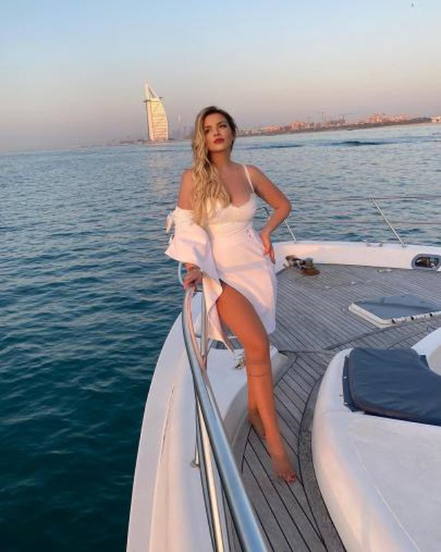 PHOTO / Passionate kiss from the yacht in Dubai, the luxurious vacations of