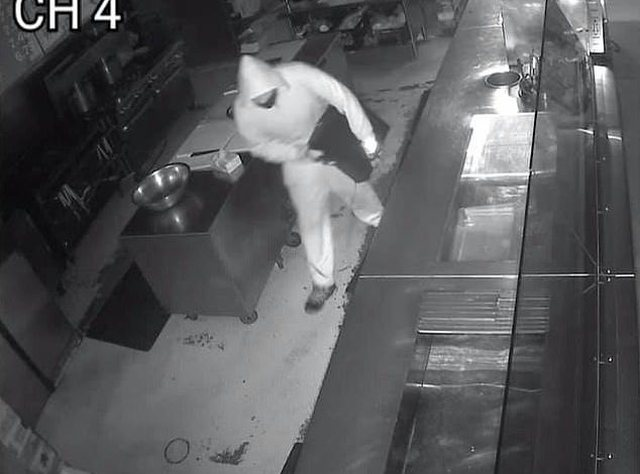 E kapi duke i vjedhur restorantin, pronari në SHBA bën gjestin e