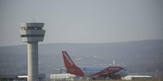 Pas dy ditësh ulet avioni i parë në Rinas, kjo është