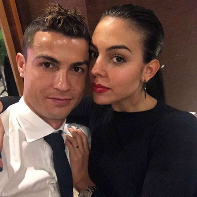Over 9 million likes, this photo of Ronaldo with Georgina in the gym conquers